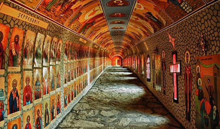 Tunelul celor 365 de sfinți Straja